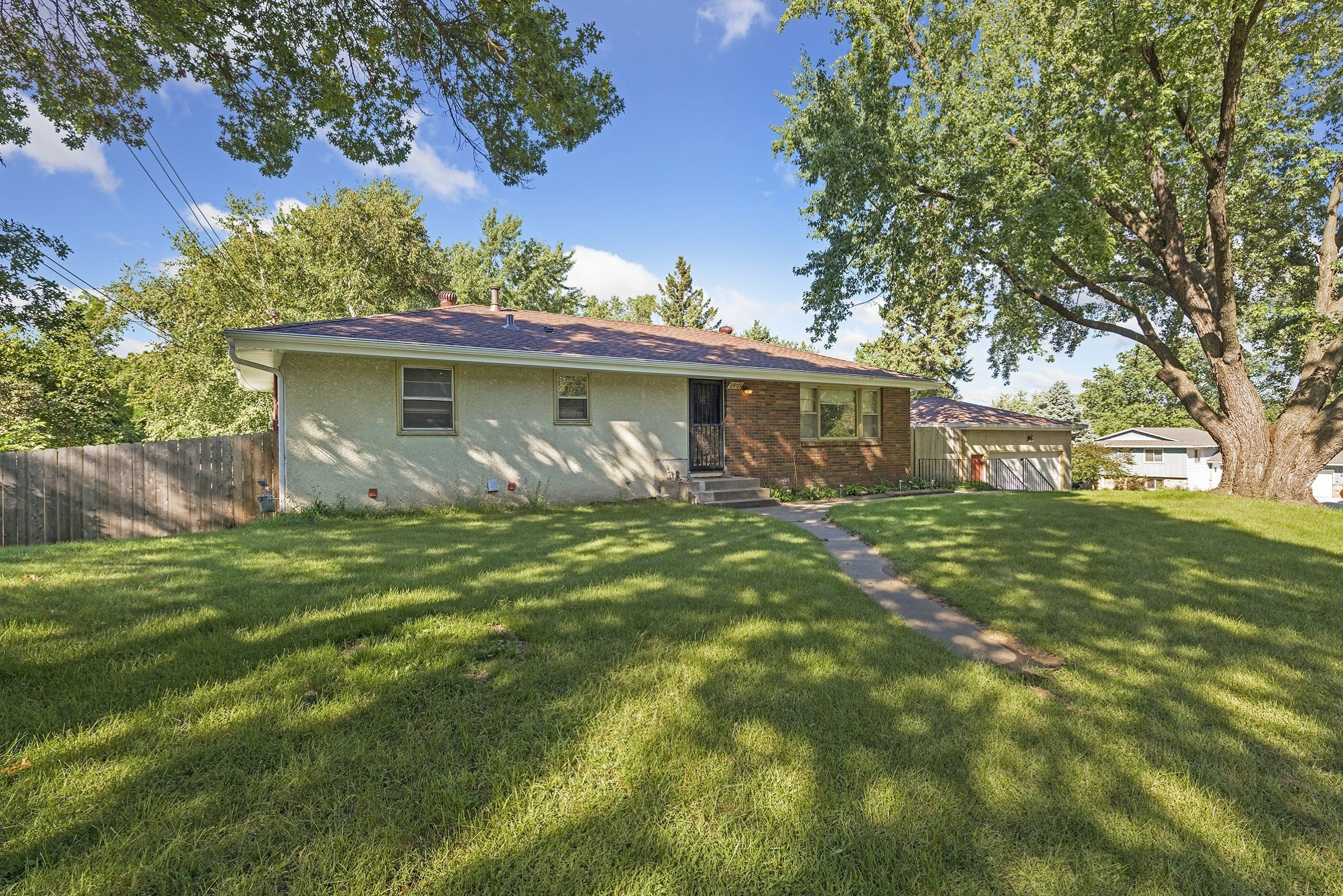 2409 County Road H – Mounds View